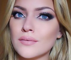 Brilliant Blue Freshlook Color Contact Lenses