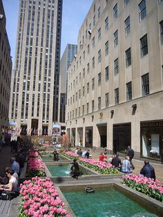 Channel Gardens landscaped promenade (pedestrian mall) at Rockefeller Center, New York City. (by masnyc, via Flickr) Survey and Rehabilitation Design, Hoffmann Architects.