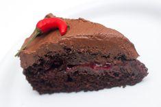 En nydelig vegansk sjokoladekake med bringebær, rik sjokoladekrem og et...