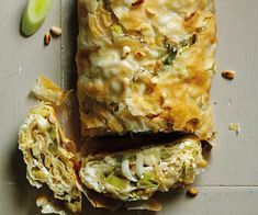 Find out how to make delicious Leek, Feta and Filo Roulade with this vegetarian recipe from Veggie Magazine Greek Recipes, Veggie Recipes, Vegetarian Recipes, Pastry Recipes, Cooking Recipes, Filo Recipe, Roulade Recipe, Leek Pie, Midweek Meals