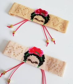 Pulseras o collares de Shakiras Bead Embroidery Jewelry, Beaded Jewelry Patterns, Beaded Embroidery, Hama Beads Patterns, Loom Patterns, Beading Patterns, Homemade Bracelets, Cross Stitch Bookmarks, Bead Loom Bracelets