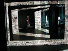 SLIMLIGHT Leuchtfolie bei der Ausstellung 'Human Contracts'