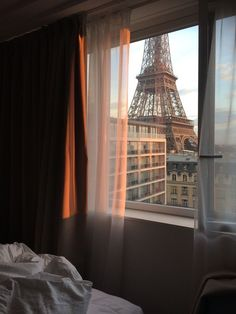 Image about aesthetic in Paris by ansku muhumed City Aesthetic, Travel Aesthetic, Oh The Places You'll Go, Places To Travel, Arquitectura Wallpaper, Applis Photo, Photo Room, Tour Eiffel, Adventure Is Out There