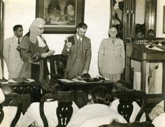 The Chief Justice of Madras administering the Oath to H. E. Sir Archibald Edward Nye, the Governor of Madras, at the Secretariat, Fort St. George, on August 15, 1947. Photo: The Hindu Archives