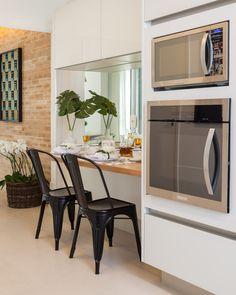Menos paredes, mais design. Veja: http://www.casadevalentina.com.br/projetos/detalhes/paredes-a-menos,-design-a-mais-556 #details #interior #design #decoracao #detalhes #decor #home #casa #design #idea #ideia #charm #charme #casadevalentina #kitchen #cozinha
