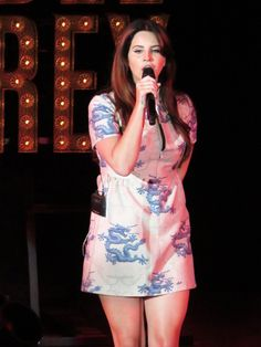 Lana performing at 'Shoreline Amphitheatre', Mountain View, California (May 20, 2015) #TheEndlessSummerTour