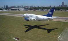 Aerolineas Argentinas 737 low pass