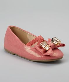 Little girls feel especially ladylike when skipping down the sidewalk in these charming flats. A pretty metallic finish, a timeless silhouette and a beautiful bow embellishment ensure they pair as prettily with tea party dresses as they do with denim. Toddler Girl Shoes, Girls Shoes, Toddler Fashion, Kids Fashion, Gold Cupcakes, Coral And Gold, Girly Girl, To My Daughter, Daughters