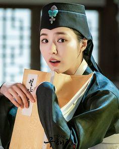 Instagram Korean Drama Movies, Korean Actors, Kdrama, Shin Se Kyung, Drama Tv Shows, Korean Traditional Dress, Cute Girl Drawing, Korean Star, Cha Eun Woo