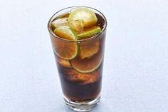 BRANDY CUBAN  Tipologia: Cocktail alcolico Ingrediente principale: Brandy - Lime - Cola  INGREDIENTI: 2-3 cubetti di ghiaccio 1 parte e 1/2 di Brandy Succo di 1/2 lime Coca Cola per riempire 1 fettina di lime per decorare  PREPARAZIONE: Mettete i cubetti di ghiaccio in un Tubmler e versatevi il Brandy ed il Succo di Lime. Mescolate energicamente e riempite con Coca Cola. Decorate con una fettina di Lime e servite con una cannuccia.