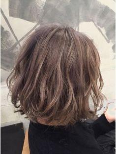 コキャンコレット(COQUIN colette) グレージュふんわりボブ Like the colour and style Permed Hairstyles, Diy Hairstyles, Pretty Hairstyles, Short Curls, Short Wavy Hair, Medium Hair Styles, Short Hair Styles, Hair Arrange, Corte Y Color