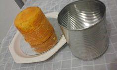 O Bolo Assado na Latinha é uma forma prática de fazer mini bolos ou bolos no pote. Experimente! Veja Também:Pudim na Latinha Veja Também:Mini Panetones n