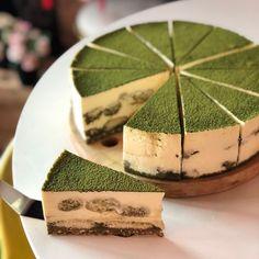 Are you a Matcha lover? Here's a perfect dessert for you, Matcha Tiramisu. Custard Desserts, Just Desserts, Sweet Recipes, Cake Recipes, Dessert Recipes, Matcha Dessert, Matcha Cake, Biscuits, Rainbow Food