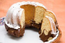 Schlagobers-Gugelhupf-Rezept | GuteKueche.at Cupcake Recipes, Baking Recipes, Cupcake Cakes, Bundt Cakes, Nutella Mini, Decorating Tips, Muffin, Bread, Make It Yourself