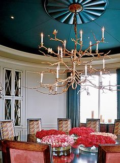 What's not to love about this formal dining room? Bold & beautiful! ( & the chandelier is exceptional! )
