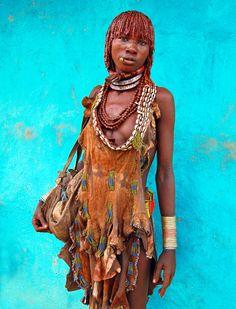 Hamar woman on market day. Photo David Schweitzer.