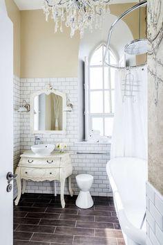 Beautiful white traditional bathroom