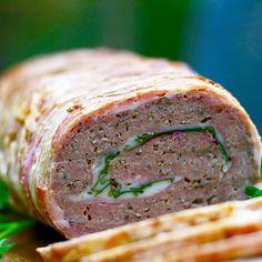 Baconfarsbrød med ost, skinke og spinat. Direkte link til opskrift under profil. #lchf #ravfoodaftensmad #meatloaf #farsbrød