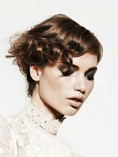 Lovely Short Wavy Hairstyle