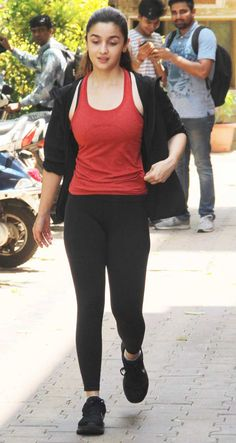 Alia sported a black hoodie, red tank top and gym pants for her outing. Bollywood Actress Hot Photos, Indian Bollywood Actress, Actress Pics, Beautiful Bollywood Actress, Most Beautiful Indian Actress, Indian Actresses, Hindi Actress, Beautiful Actresses, Bollywood Bikini