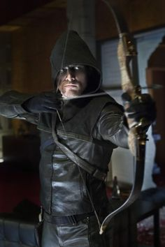 "Canadian actor Stephen Amell as Oliver Queen/Green Arrow in ""Arrow"" TV series. Arrow Image, Arrow Cw, Team Arrow, Oliver Queen Arrow, Arrow Tv Series, Cw Series, Arrow Serie, Green Arrow Tv, Hobbit"