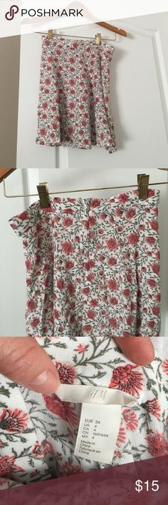 H&M floral skirt Tag says four but fits more like a 1 H&M floral skirt H&M Skirts Mini