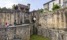 Santa Maria Gate & medieval wall - Hondarribia's Old Town