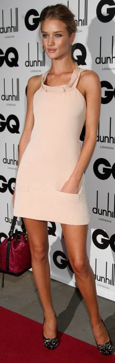 Rosie Huntington-Whiteley Photos Photos - Model Rosie Huntington Whiteley arrives for the 2009 GQ Men Of The Year Awards at The Royal Opera House on September 2009 in London, England. - GQ Men Of The Year Awards - Red Carpet Arrivals Rosie Huntington Whiteley, Elegant Woman, Love Fashion, High Fashion, Womens Fashion, Moda Outfits, Devon England, London England, Vetement Fashion