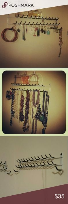 jewelry organizer Broke and Healthy Ways to Hang Your Jewelry DIY decor do it yourself (  you?re like me, you have way too much (cheap) jewelry and no fancy jewelry box. And even if you had a jewelry box, who wants all their long, beaded necklaces getting all up on each other? I?d rather not use my spare time untangling necklaces (what I just spent 30 minutes doing).  Here are 50 awesome ways to organize or hang your jewelry. Click the photos to see the original post and/or how to do it…