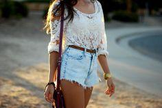 High wasted shorts with a lace shirt. Hipster Fashion, Cute Fashion, Look Fashion, Teen Fashion, Womens Fashion, Fashion Trends, Fashion Ideas, Fashion Clothes, Spring Fashion