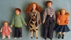 12th Scale Dolls House 5 Piece Modern Porcelain Family DP095 | Hobbies