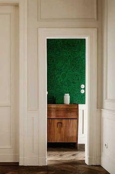 apartamento de estilo frances puerta molduras