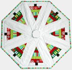 Made By Cola: Christmas Tree Skirt Xmas Tree Skirts, Christmas Tree Skirts Patterns, Christmas Skirt, Christmas Makes, Christmas Fun, Christmas Stockings, Christmas Angels, Christmas Patchwork, Christmas Sewing