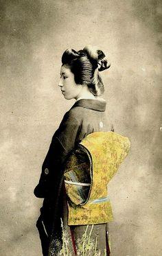 photo of geisha, late to early century, Japan Japanese Geisha, Japanese Beauty, Vintage Japanese, Japanese Female, Old Pictures, Old Photos, Vintage Photographs, Vintage Photos, Era Meiji