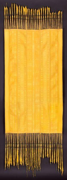 Golden Spider Silk hand-woven brocaded textile  © Simon Peers and Nicholas Godley  source:Victoria & Albert Museum