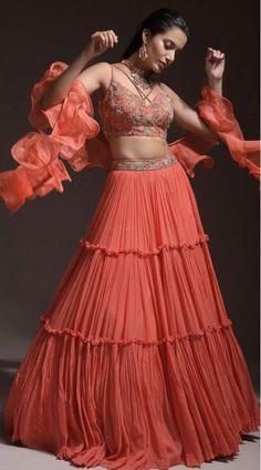 Saree Designs Party Wear, Wedding Lehenga Designs, Designer Bridal Lehenga, Simple Lehenga Choli, Bridal Lehenga Choli, Ghagra Choli, Indian Bridal Wear, Indian Wedding Outfits, Indian Wear
