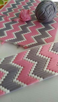 How To Make Plastic Canvas Coasters! - Y - Diy Crafts - Marecipe Motifs Bargello, Broderie Bargello, Bargello Patterns, Bargello Needlepoint, Needlepoint Stitches, Embroidery Stitches, Hand Embroidery, Plastic Canvas Stitches, Plastic Canvas Crafts