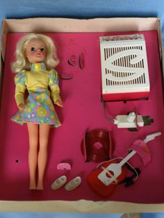 Vintage-1970s-Pedigree-Sindy-Super-Sound-boxed-with-gauntlet-doll-very-rare