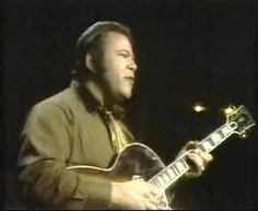 Yesterday when I was Young - Roy Clark I've always loved this song, but now that I am older, it really takes on a whole new meaning. Country Music Videos, Country Music Stars, Country Songs, Try To Remember Lyrics, Beatles, Clarks, Roy Clark, Old Music, Easy Listening