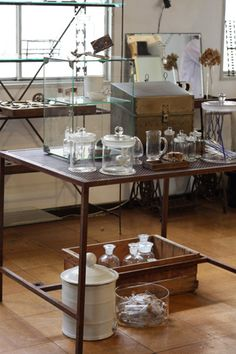 Antiques & Junk Style &…Sometimes tast Laboratory Science Room, Coffee Lab, Desk Inspiration, Business Furniture, Interior Decorating, Interior Design, Basement Remodeling, Home And Living, Decoration