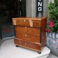 This chest of drawers has some damages. Can we fix it? Chest Of Drawers, Storage Chest, Furniture Restoration, Shellac, Vintage Furniture, Art Deco, Canning, Retro, Wood