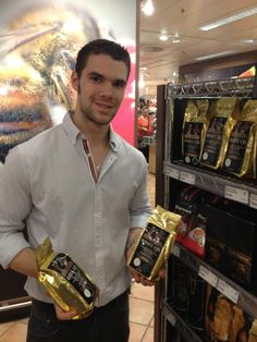 "Luis Castaneda, Gerente de Bosque Lya en España Visitando ""Galerias Kaufhof"" en Alemania donde se encuentra nuestro café a la venta en su área Gourmet de Delicatessen. Top de la linea en sus cafés a la venta.  Luis Castaneda, General Manager of Bosque Lya in Spain member of the 5th generation of the family owners of the coffee, Visiting ""Galerias Kaufhof"" in Germany where you can find our coffee in the Gourmet area. Top of the line in their coffees."
