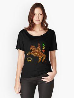 T-shirt moulant col V 'brave heart' par fatkech Brave Heart, Japanese Kanji, Vintage T-shirts, Leggings, Pullover, African Women, Albania, Chiffon Tops, Sleeveless Tops