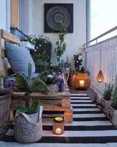 Cozy Balcony Decorating Ideas A cozy and modern balcony is a dream for people living in apartments. Do you find one you like here?A cozy and modern balcony is a dream for people living in apartments. Do you find one you like here? Modern Balcony, Small Balcony Garden, Small Balcony Design, Small Balcony Decor, Patio Design, Balcony Ideas, Balcony Gardening, Small Balconies, Patio Ideas