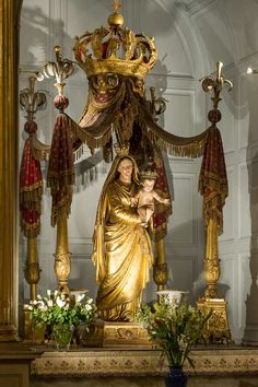 Religious Images, Religious Icons, Religious Art, Blessed Mother Mary, Blessed Virgin Mary, Saint Maximin, Church Altar Decorations, Catholic Altar, Roman Church