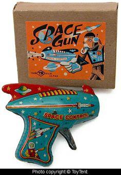 Sparkling tin space gun made in Japan by T. Metal Toys, Tin Toys, Vintage Robots, Vintage Toys, Comics Illustration, Space Toys, Vintage Space, Atomic Age, Retro Futurism