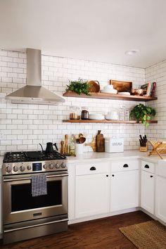 39 Creative cheap small kitchen remodel ideas Source by s Kitchen Ikea, New Kitchen Cabinets, Kitchen Shelves, Home Decor Kitchen, Kitchen Interior, Kitchen Storage, Open Shelves, Design Kitchen, Kitchen Wood