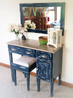 Lady Lindsey Makeup Vanity Table - All About MakeUp Antique Vanity Table, Mirrored Vanity Table, Make Up Desk Vanity, Vanity Desk, Cute Makeup Vanity, Makeup Vanity Mirror, Simple Desk, Makeup Tables, Lady