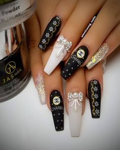 20 Favorite Sparkling Nails Ideas For Women That Looks So Cute - The common nail is called common because it is the most practical means for fastening pieces of wood together easily, quickly and inexpensively. Glam Nails, Hot Nails, Bling Nails, Red Sparkle Nails, Chanel Nails Design, Chanel Nail Art, Gucci Nails, Nagel Bling, Long Nail Designs