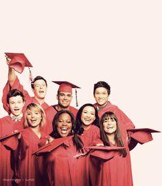Glee_cast_season_3_-_seniors_large